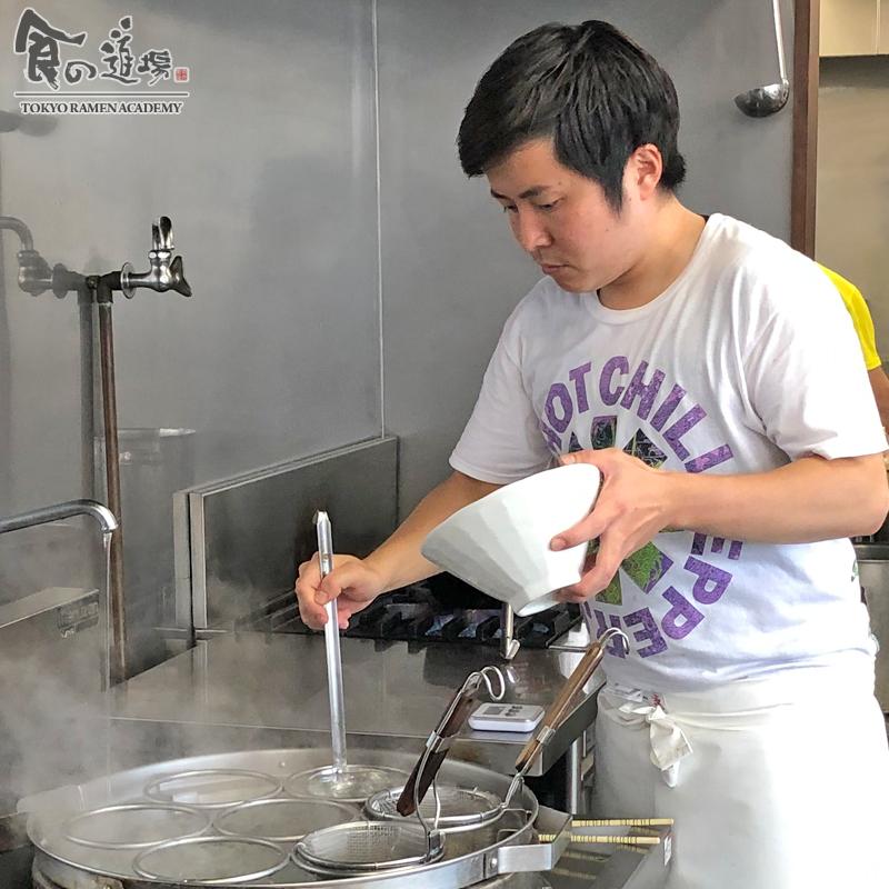 食の道場 81期 外間さん 卒業ラーメン 濃厚豚骨魚介ラーメン 002